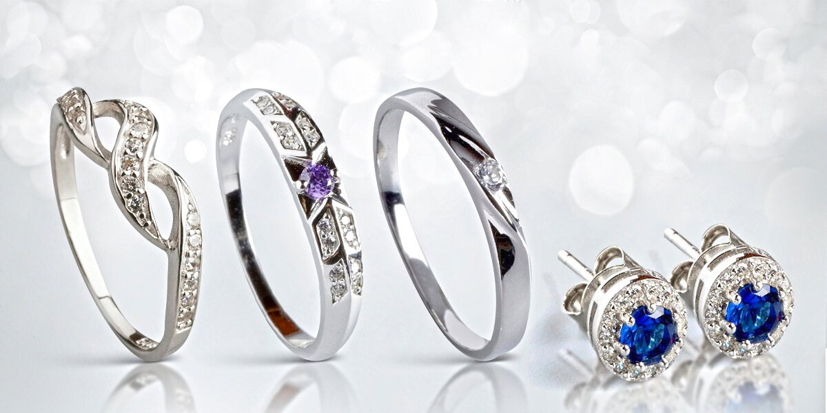 Stříbrné prsteny a náušnice  98bac887ee8