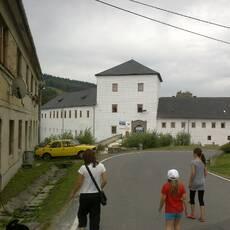 Branná – zámek a zřícenina hradu