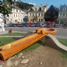 Obří dřevěná lžíce v Jablonném nad Orlicí