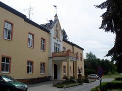Zámeček a kaple Skalička