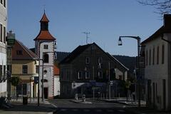 Městečko Abertamy a výstava rukavic