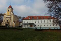 Areál zámku a kostela v Pohořelicích