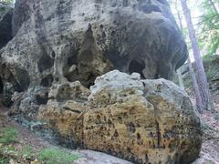 Jeskyně Krápník a Tisícový kámen