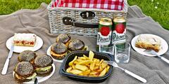 Piknik na Štvanici: burger, salát i prosecco či pivo