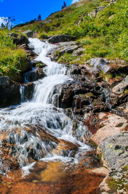 Labský vodopád je zhruba 1,3 km od Pančavského vodopádu. Poblíž najdete restauraci, kde se můžete posilnit.