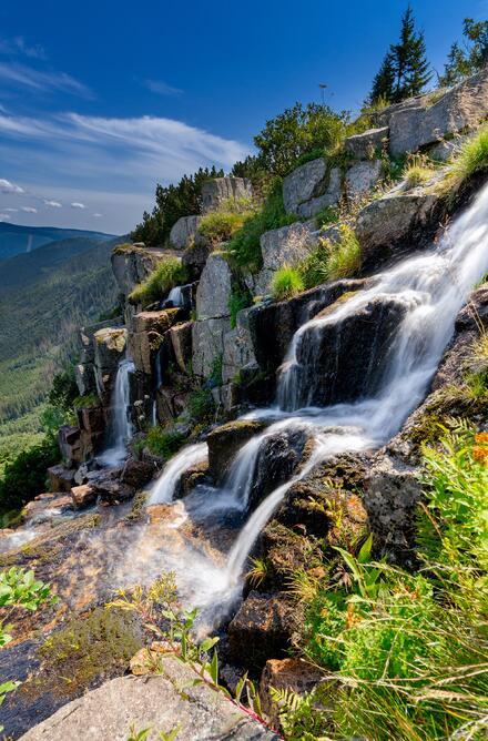 Pančavský vodopád je nejvyšší vodopád v České republice. Měří 148 m a najdete ho mezi Vrbatovou a Labskou boudou na takzvané Bucharově cestě.