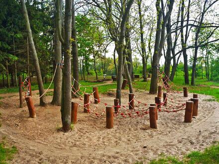 Kromě rybníku tu najdete cyklostezku, hřiště, venkovní posilovny a další zábavu v přírodě.