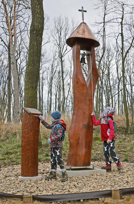 Jen 23 km od Brna se nachází přírodní park Bobrava. Jedná se o pěkný les. Je ideální volbou například na procházku po práci či po škole.