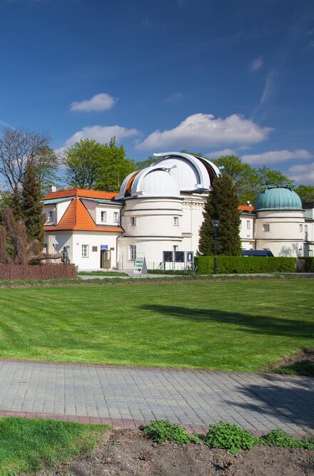 Za Růžovým sadem se nachází Štefánikova hvězdárna, kde se pravidelně pořádají pozorování denní i noční oblohy a zajímavé programy pro děti i dospělé.