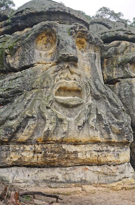 Prohlédněte si Čertovy hlavy a vyrazte i k jeskyni Klácelka.