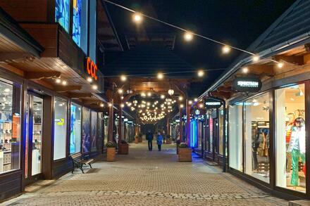 Přímo ve středu města leží jedna z nejznámějších ulic v celém Polsku, ulice Krupówki. Foto: Honza Jochec