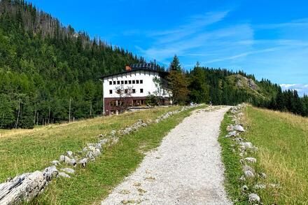 Cestou uvidíte nejvýše položený horský hotel Kalatowki. Foto: Honza Jochec