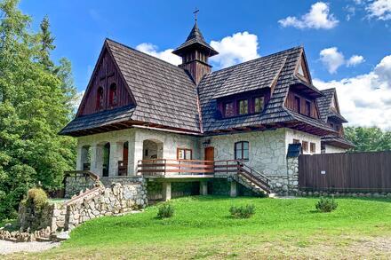 Dojít můžete až ke klášteru Albertýnow, k oáze klidu. Foto: Honza Jochec