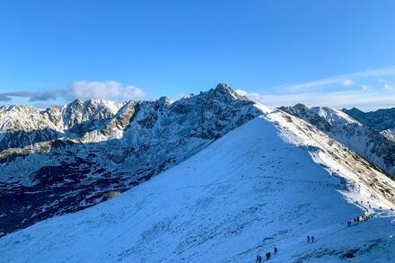 V zimě na Kasprowě Wierchu probíhají lavinové kurzy a je tam velká síť tras pro skialpinisty. Foto: Honza Jochec
