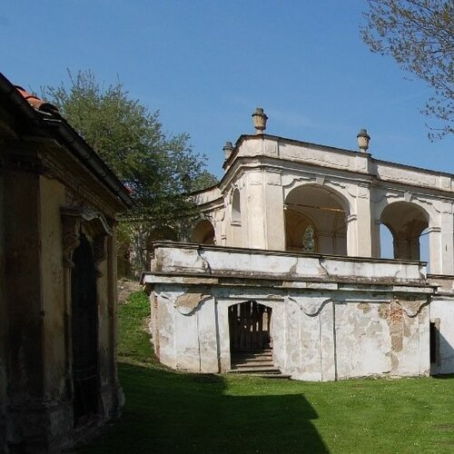 Zámek Ploskovice