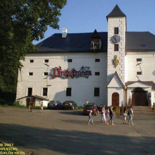 Strašidelný zámek Draxmoor