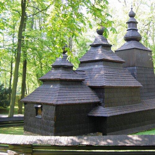 Dřevěný kostel sv. Mikuláše v Jiráskových sadech