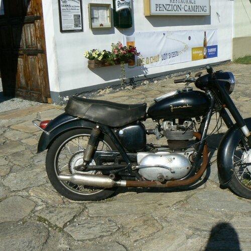 1. české muzeum motocyklů v Lesné