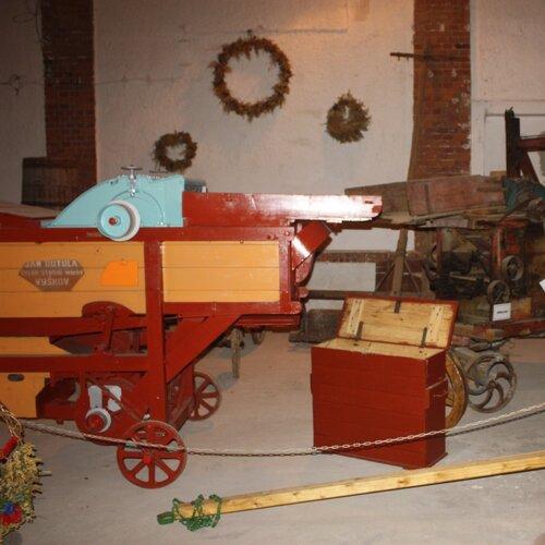 Expozice historických zemědělských strojů a nářadí Tištín