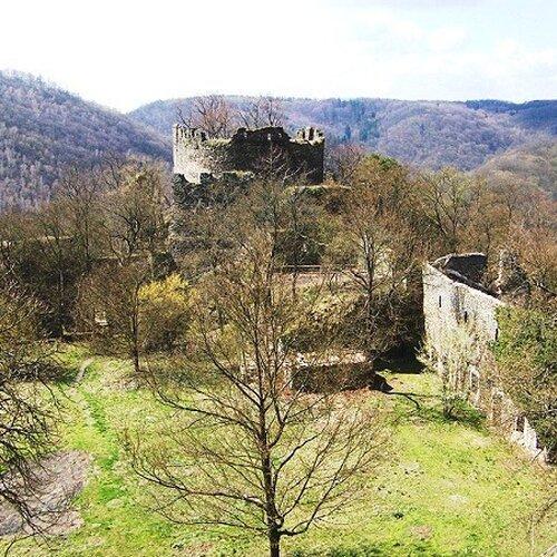 Nový Hrádek - zřícenina hradu v Podyjí