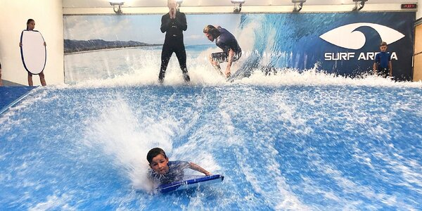 Surf Arena Praha: zkuste s dětmi bodyboarding!