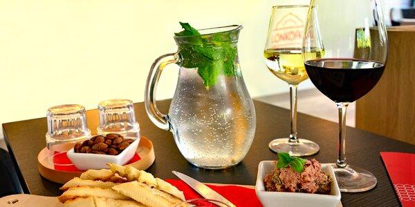 Na víno s přáteli: bílé i červené, mandle, paštika