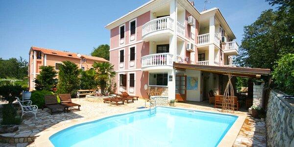Dovolená na Istrii: 350 m na pláž, venkovní bazén