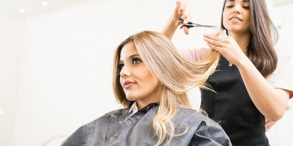 Střih či melír pro všechny délky vlasů v centru