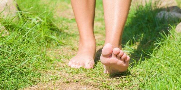 Boty dolů! Proč a kde chodit naboso? 5 tipů na stezky nejen pro děti