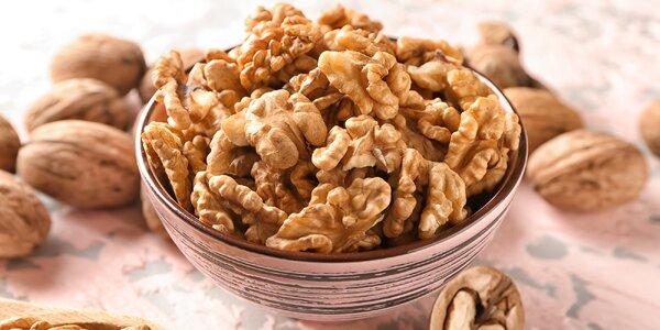 Jádra vlašských ořechů: světlá i mix odstínů