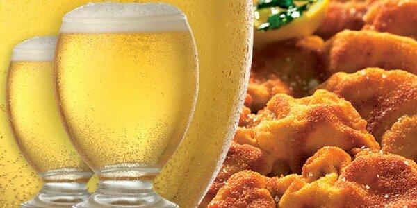 1 kg vepřových a kuřecích řízků a dvě piva