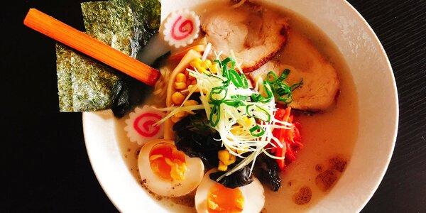 Bohatá japonská polévka Tonkotsu Ramen Pork