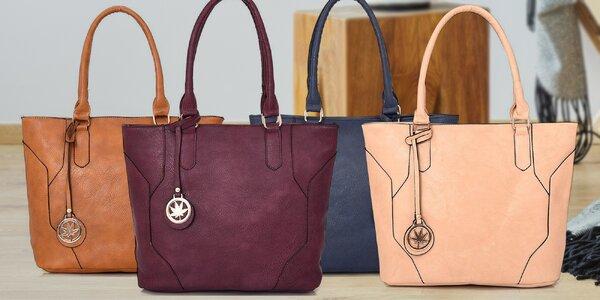 Prostorné a elegantní dámské kabelky s přívěskem