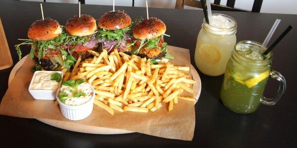 Menu se 4 miniburgery, hranolky i pitím pro 2 os.