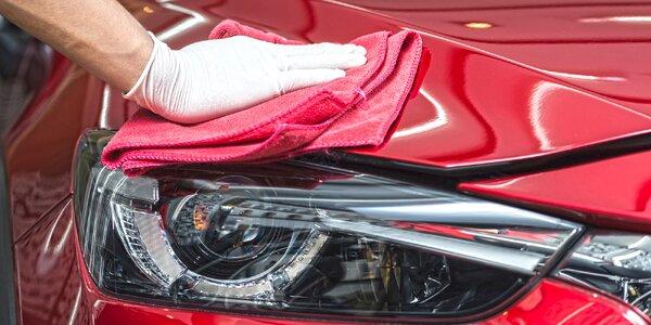 Očista automobilu nebo leštění světlometů