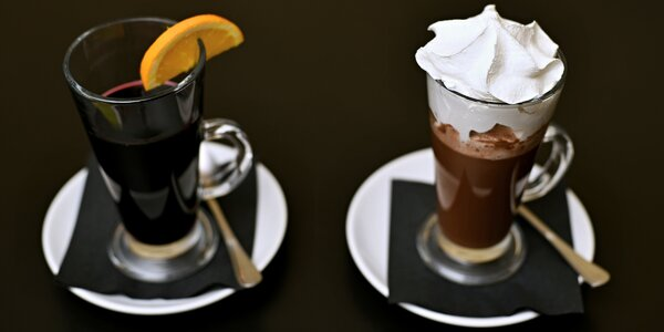 Horký nápoj s sebou: svařák nebo čokoláda