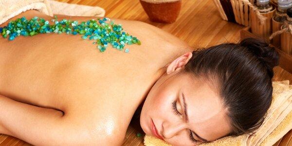 Indická, relaxační i třeba anticelulitidní masáž
