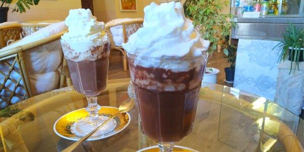 Sladké zahřátí: 2x horká čokoláda s pravou šlehačkou