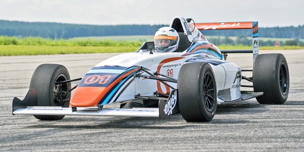 Staňte se pilotem závodní formule Renault 2.0