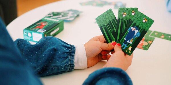 Postavte si svůj pohádkový les: cestovní karetní hra pro děti
