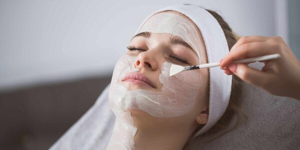 Chemický peeling krku, dekoltu i obličeje
