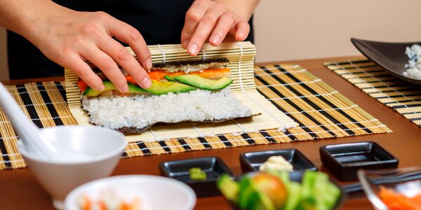 Kurz přípravy sushi v Praze: teorie i praxe