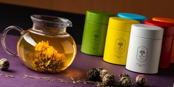 8 i 32 kuliček kvetoucího čaje, dózy a konvička