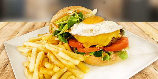 Burger podle výběru, hranolky i 2 hod. v bazénu