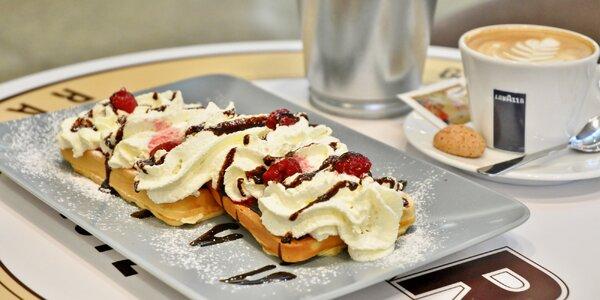Káva nebo limča a křupavé panini či lahodné vafle