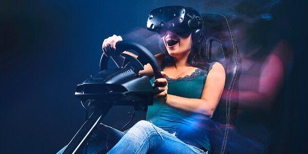 1–2 hodiny na závodním simulátoru s VR brýlemi