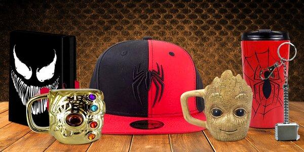 Hrnky, přívěsky a čepice s hrdiny světa Marvel