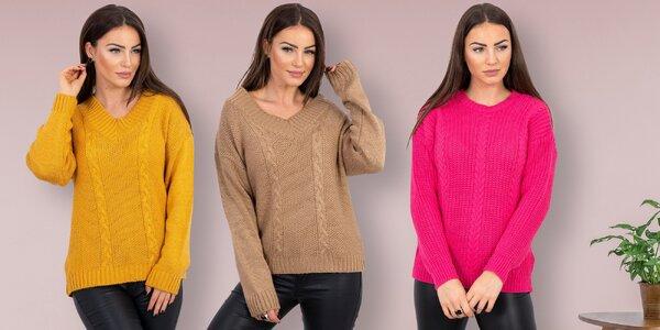 Elegantně a v teple: dámské svetry a blůzy