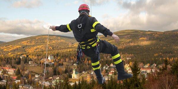 Šplhání po laně na Televizní věž v Harrachově