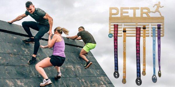Pro sportovce: dřevěný věšák na medaile se jménem